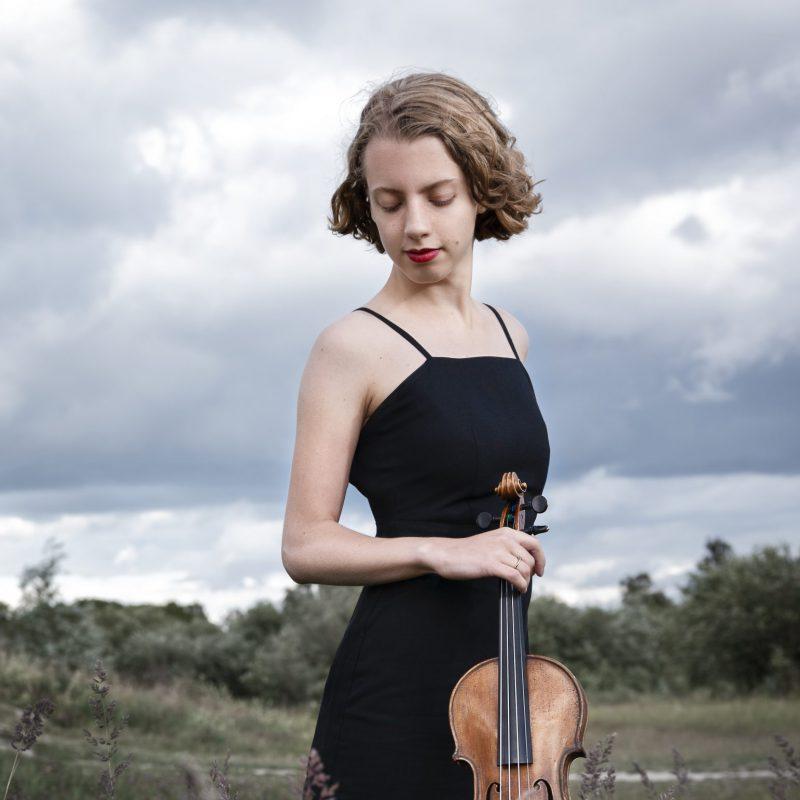 Alva Holm 08 2020 (by Julia Severinsen)